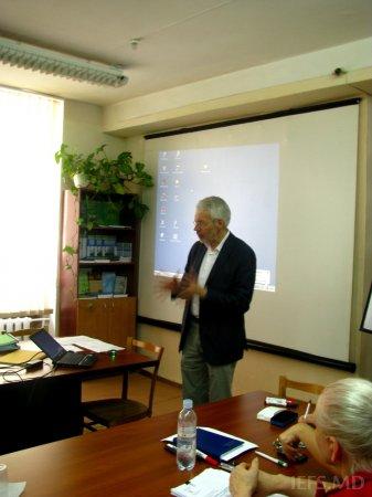 """Profesorul Michael GRINGS (Germania)  a ţinut  cursul  cu genericul """"Comportamentul consumatorului – teorie şi practică"""" în cadrul  IEFS"""